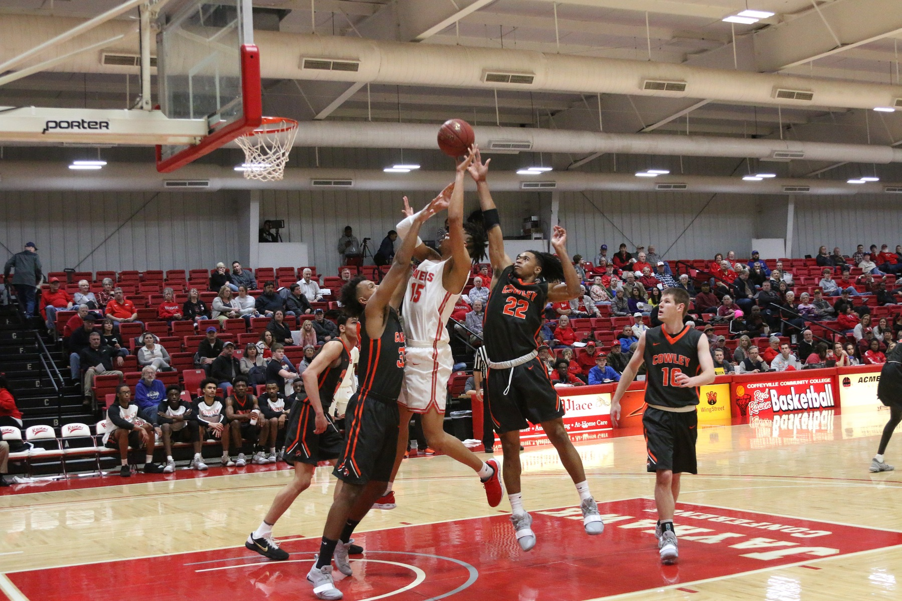 #3 Coffeyville Clinches KJCCC East Title; Extends Win Streak to 11