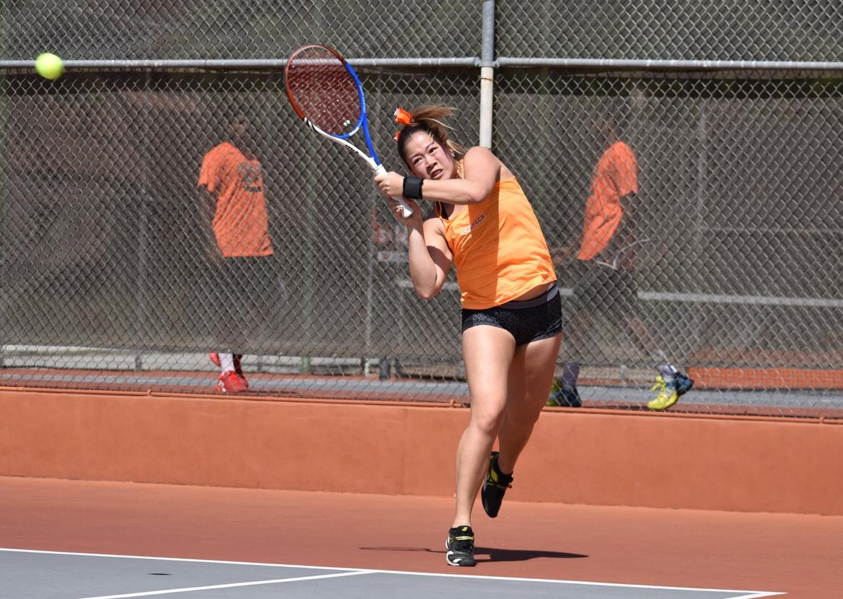 No. 40 Women's Tennis Wins Third Straight