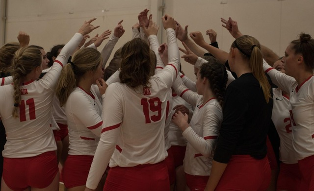 Women's Volleyball Starts Weekend With Loss at #19 Carthage