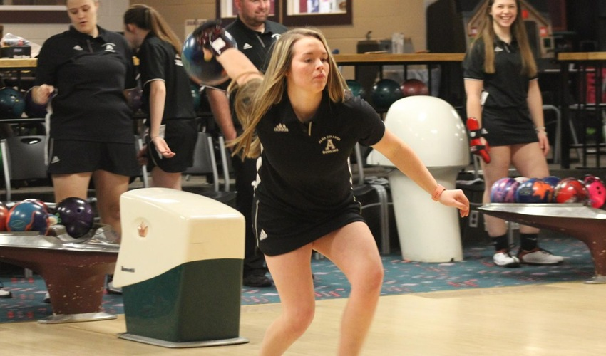 Bowling Finishes Season at ITC Sectionals