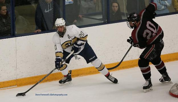 No. 11 Men's Hockey Takes Down Pipers 4-2