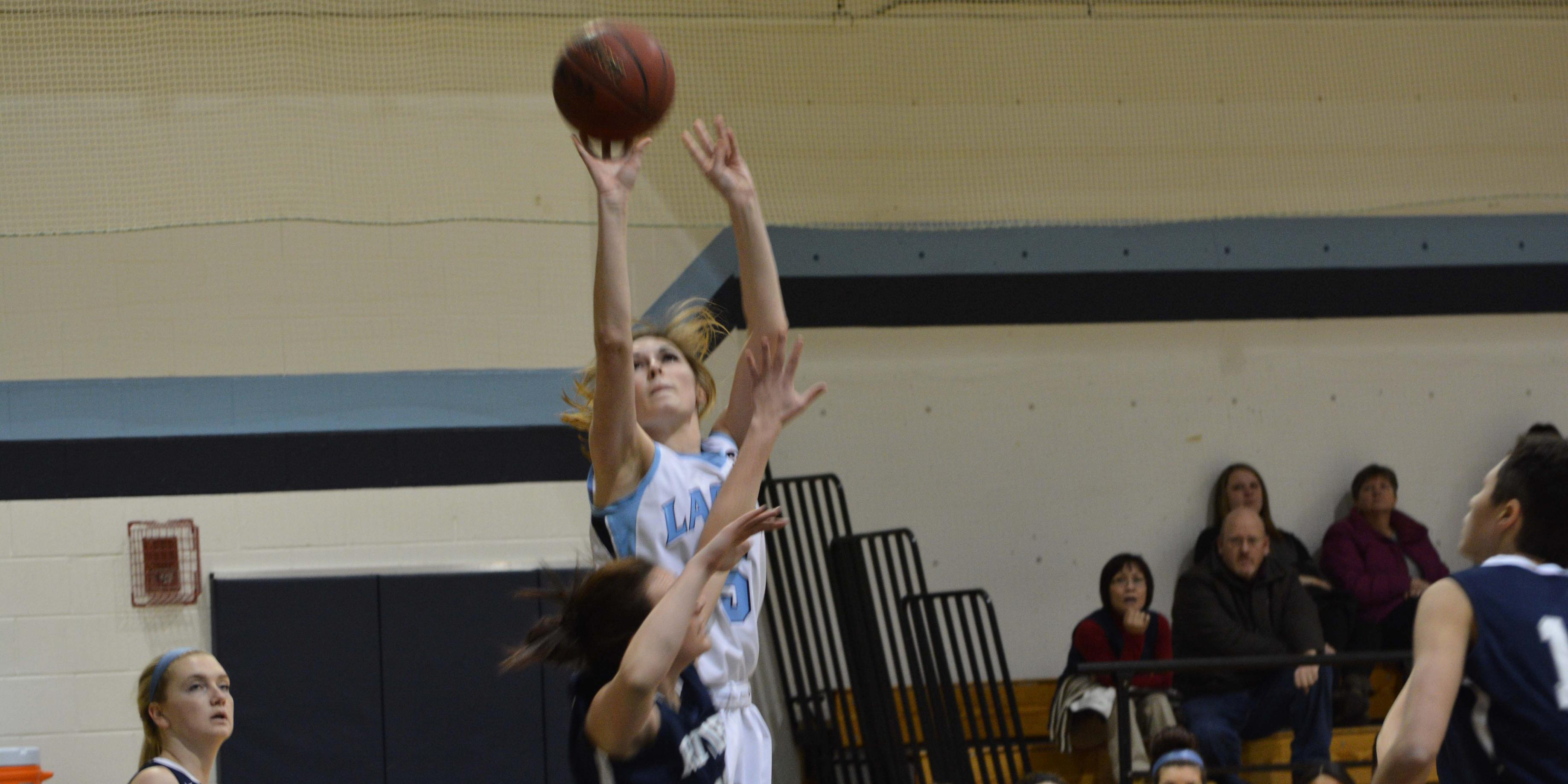Women's Hoops Falls Short to Raiders 60-57