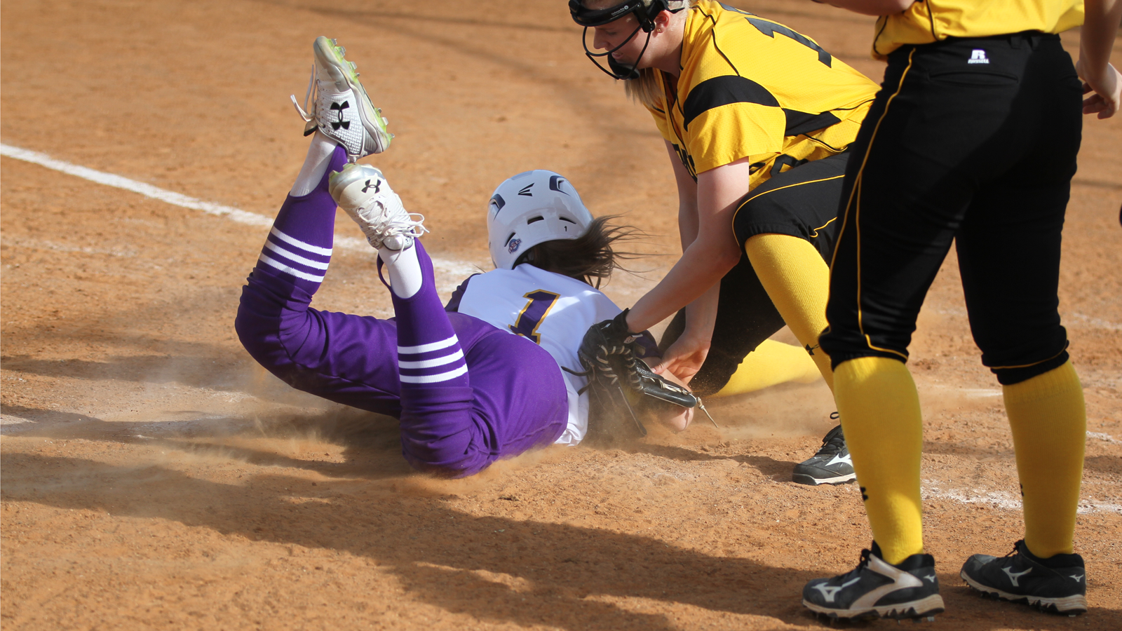 Southwestern splits Tuesday home doubleheader against HSU