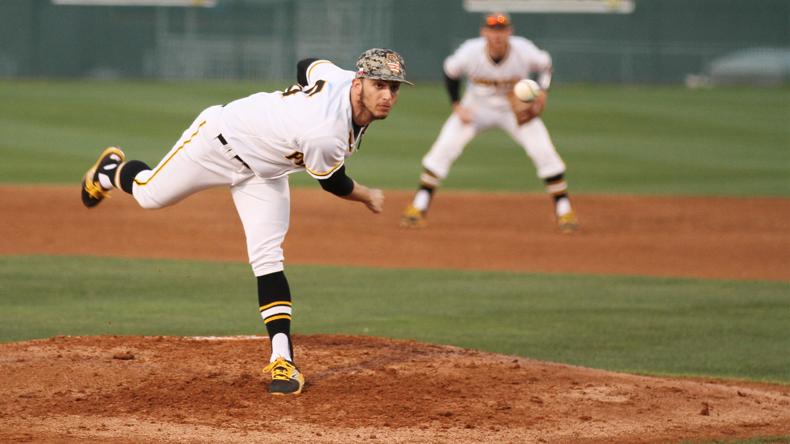 Pirates walk off Huntingdon in series opener, 3-1