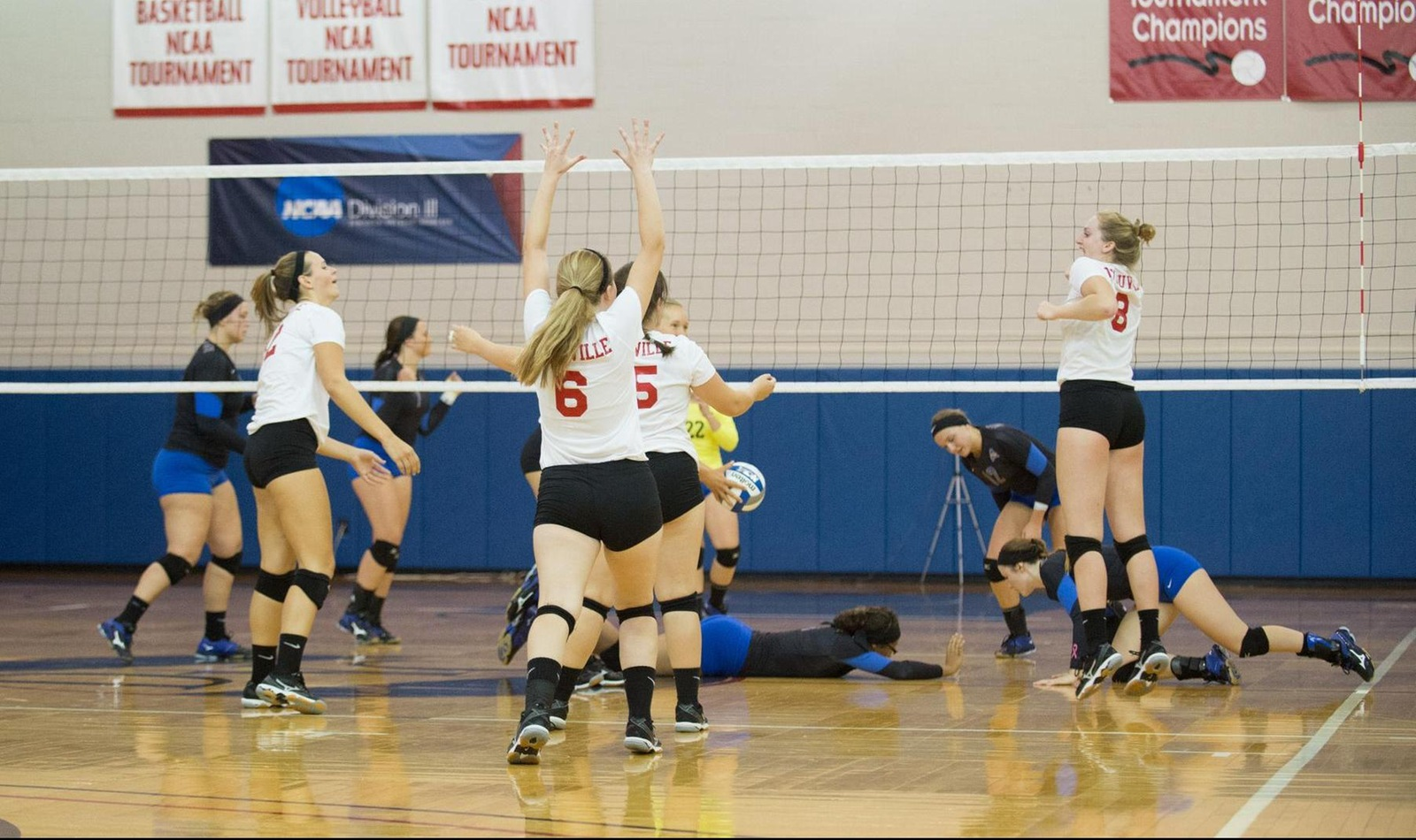 Volleyball Defeats Cazenovia in Home Opener