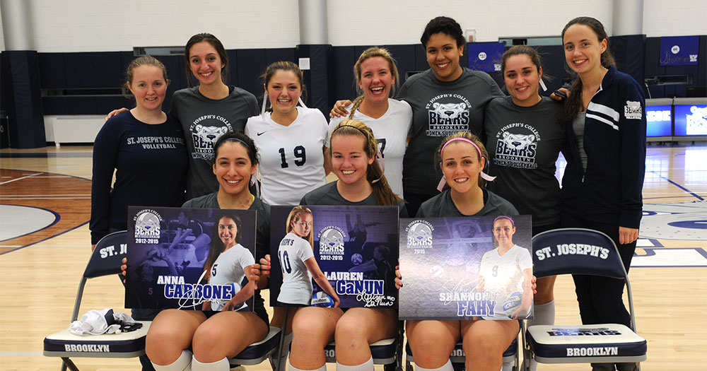 Women's Volleyball Celebrates Senior Night Outlasting Brooklyn College in Five