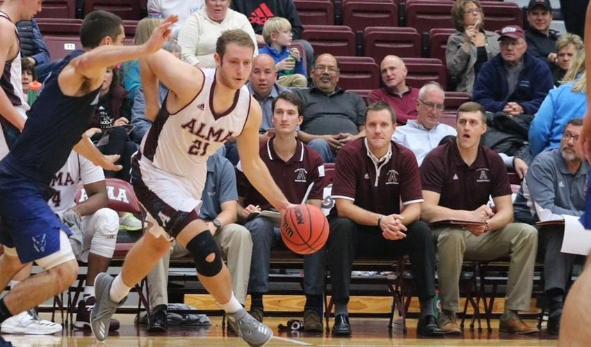 Scots fall in tight contest at No. 2 Augustana