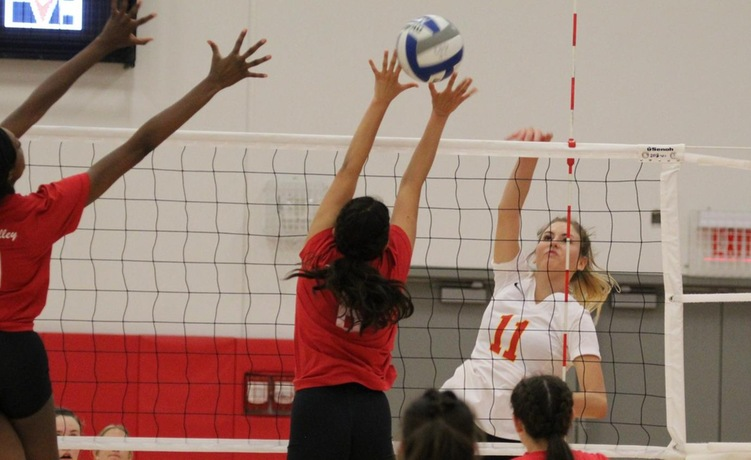 COD Women's Volleyball sneaks by the Arabs, 3-2