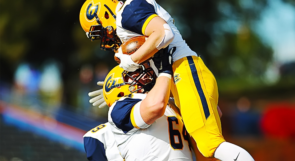 Blugolds force 7 turnovers in 40-16 win over Pioneers