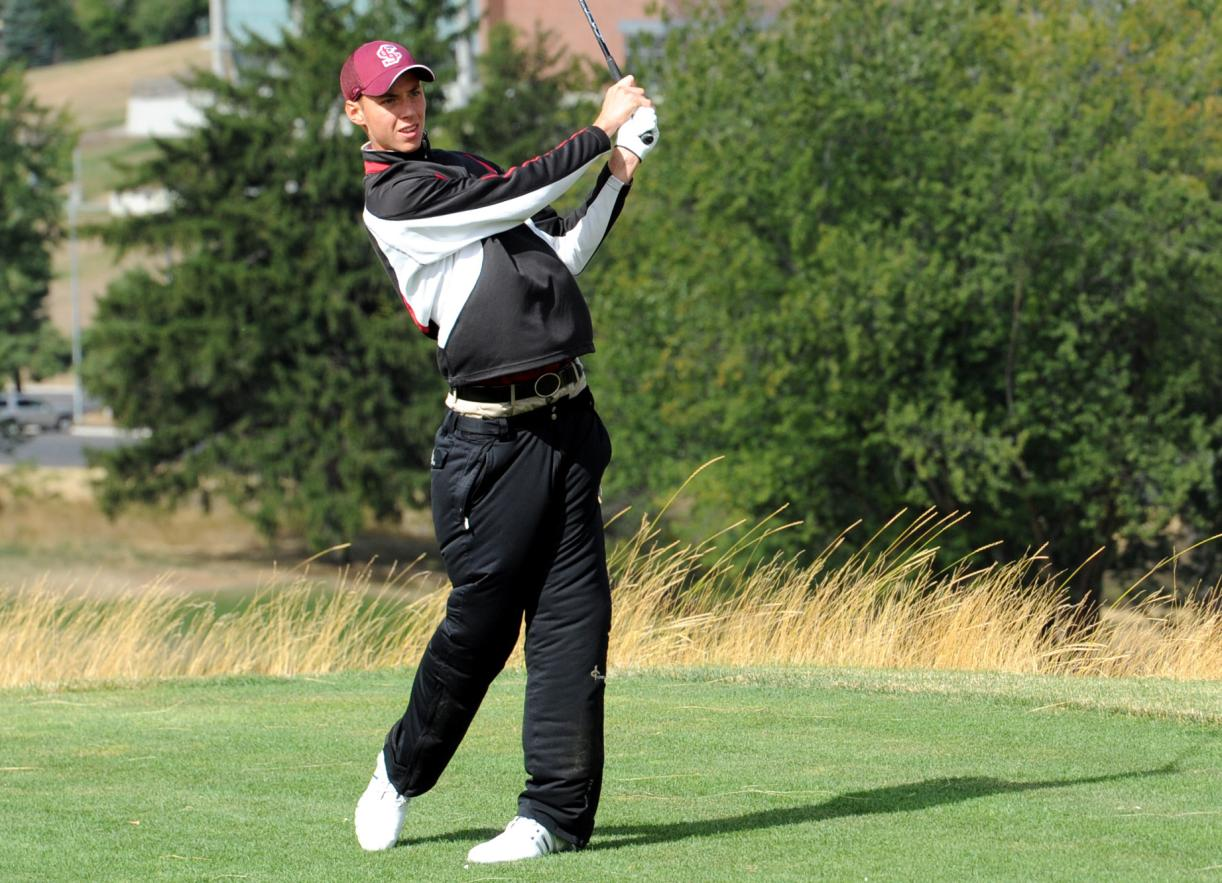 Freshmen Keskari, Briones and Miller Pace Men's Golf Monday