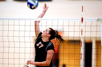 Women's volleyball swept on second day of Haverford Invitational