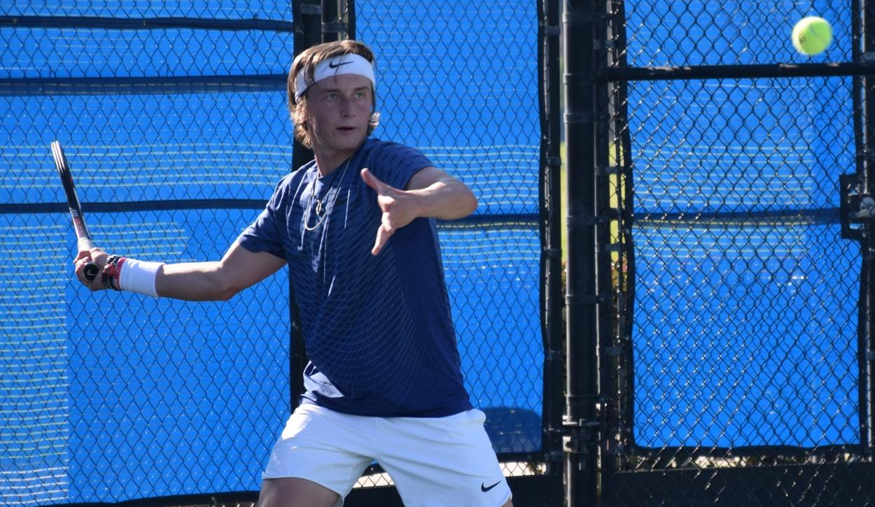 Men's tennis team moves to 7-0 with sweep of Riverside