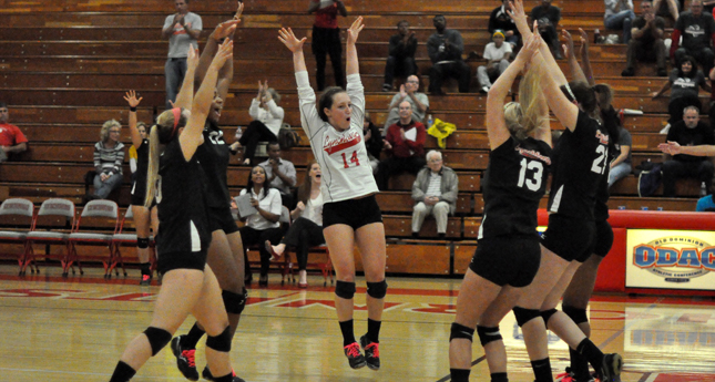 LC Volleyball Defeats E&H, Climbs into Fifth Place