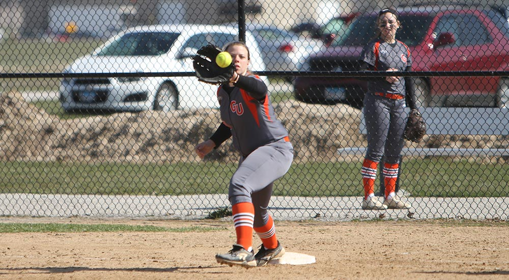 Softball splits trip to Fontbonne