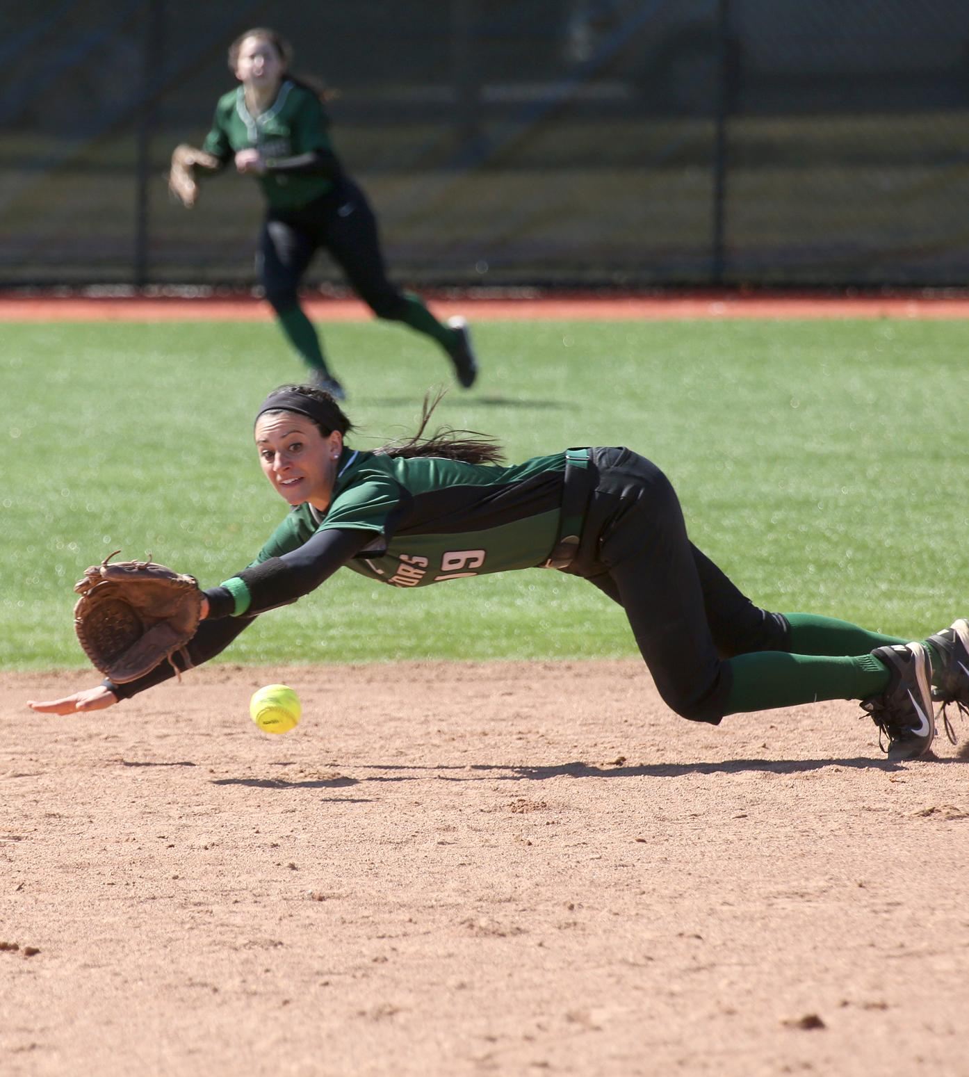 Softball Splits on the Road at SUNY-New Paltz