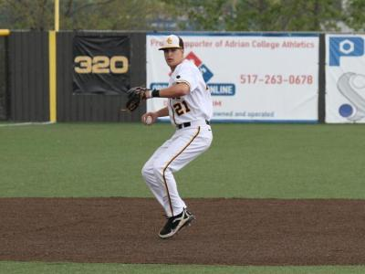 Baseball Splits Season Finale at Trine