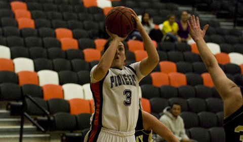 #10 Women's Basketball Takes First Place in NWC with 76-74 Win Over Puget Sound