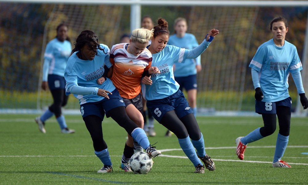 Women's soccer knocked from championship contention after late rally falls short