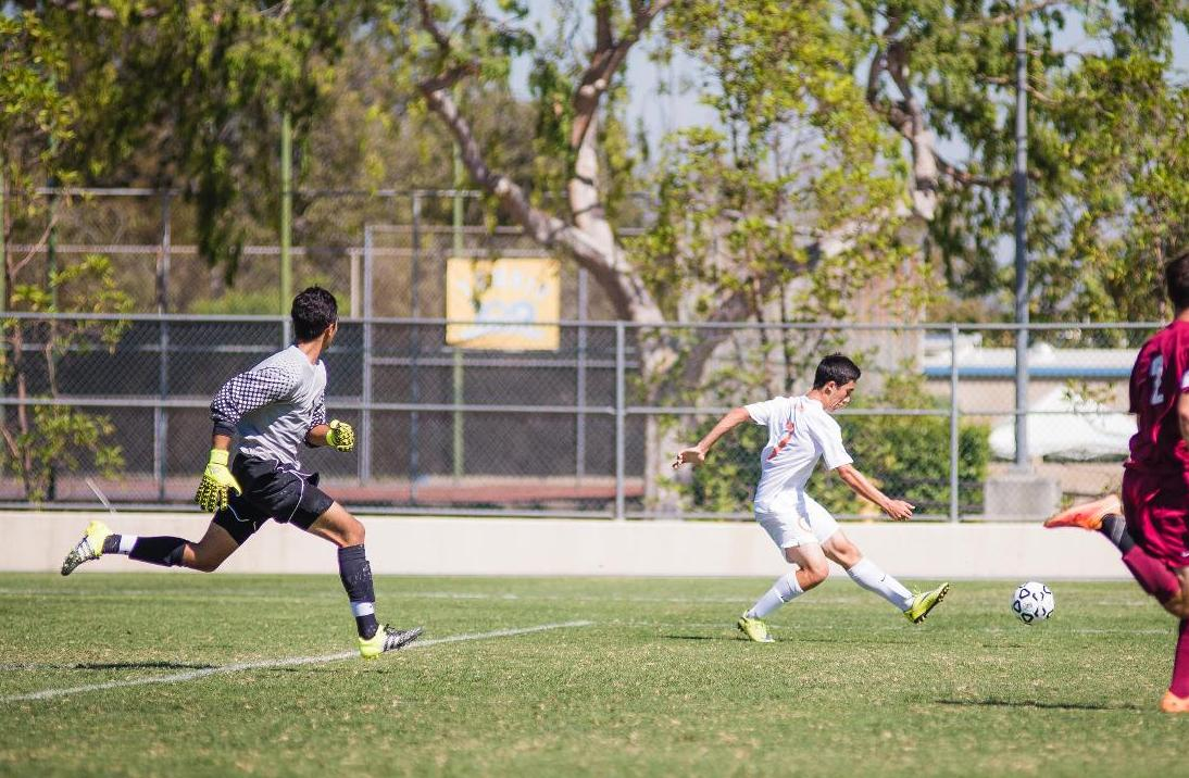 Nee Stakes Men's Soccer to Halftime Lead Against Redlands