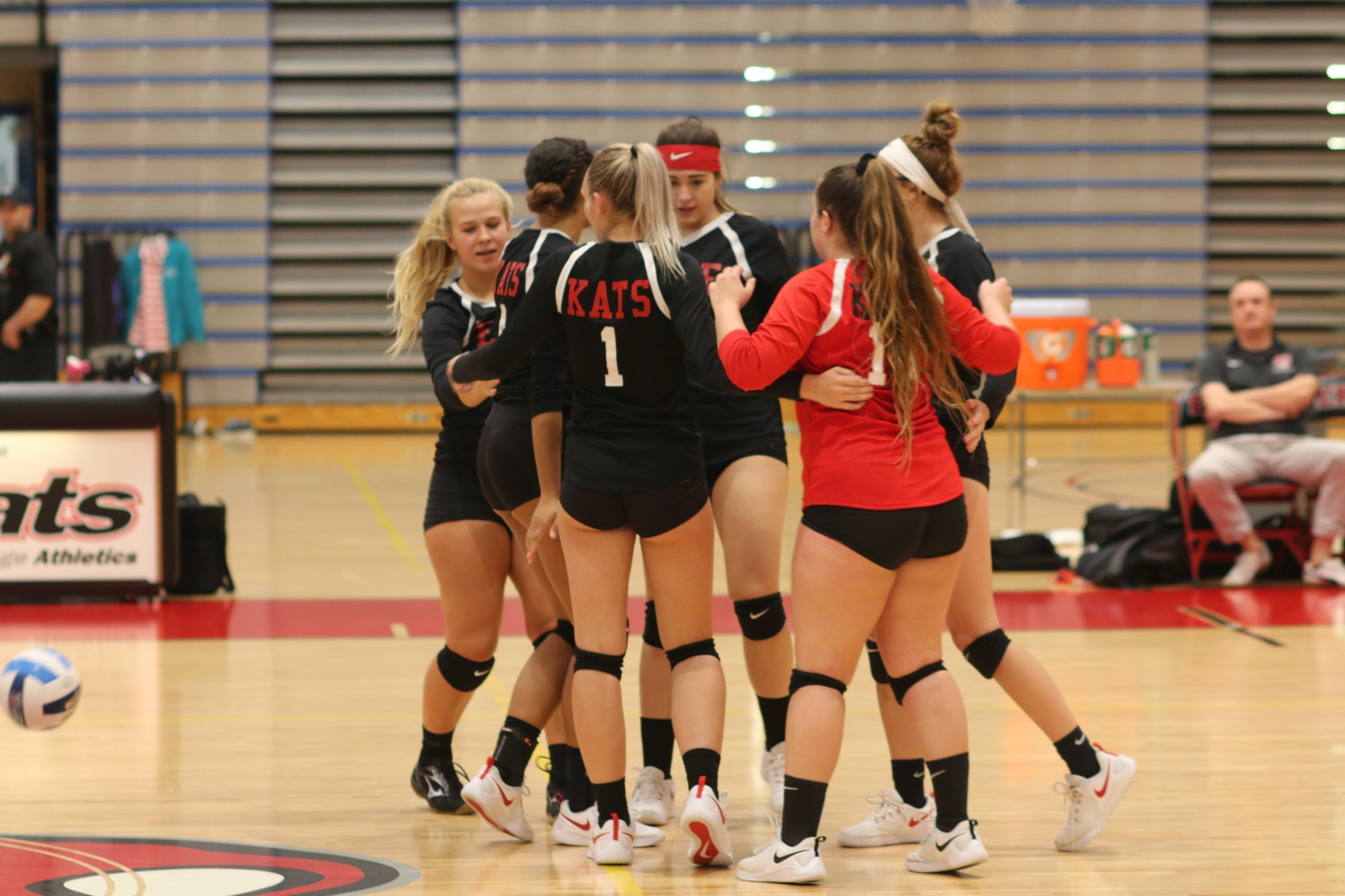 Volleyball Finishes Season with 3-1 Loss