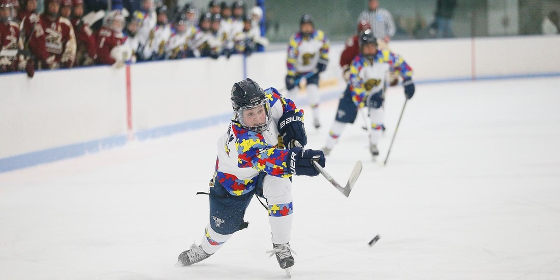 No. 8/5 Norwich Keeps Women's Hockey Quiet, 4-0, in Autism Awareness Game