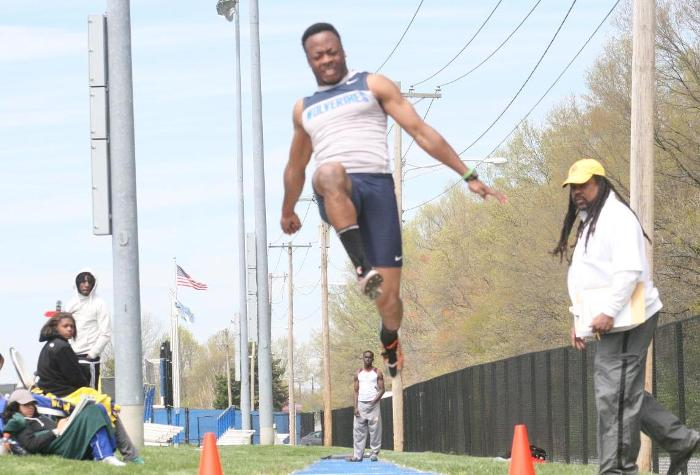 Men's Track Finishes 3rd at CAC Championships with Record Point Total