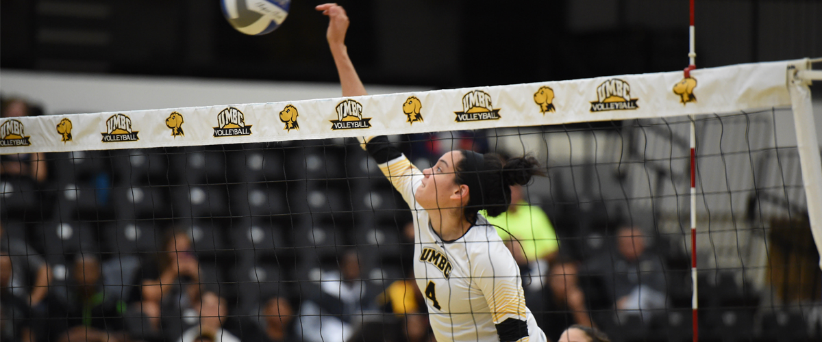 Rojas' Career Night Leads Volleyball to Sweep at Hartford
