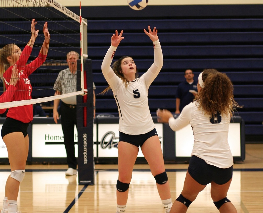 Freshman setter Kaleigh Hockett (Desert Mountain HS) finished with 47 assists as the Aztecs volleyball team knocked off No. 13 Yavapai College (Div. I) in four sets 27-25, 21-25, 25-18, 25-22. The Aztecs improved to 4-3 overall and 3-0 in ACCAC conference play. Photo by Stephanie Van Latum.