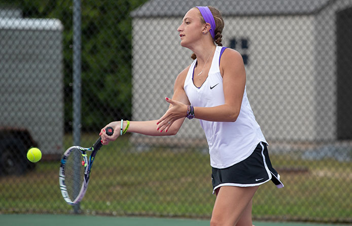Women's Tennis Loses at Regionally-Ranked Le Moyne to Complete Road Weekend