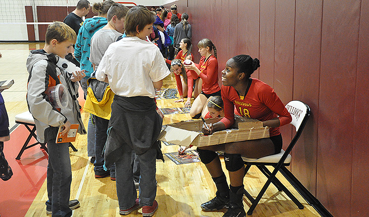 "Ferris State Volleyball Entertains Young Fans With Big Win On ""Books & Balls"" Day"
