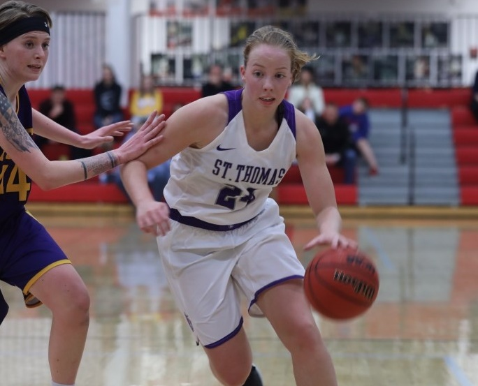 Rolland leads Women's Hoops past Pointers