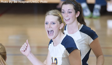 Blugold Volleyball Tops Superior 3-0