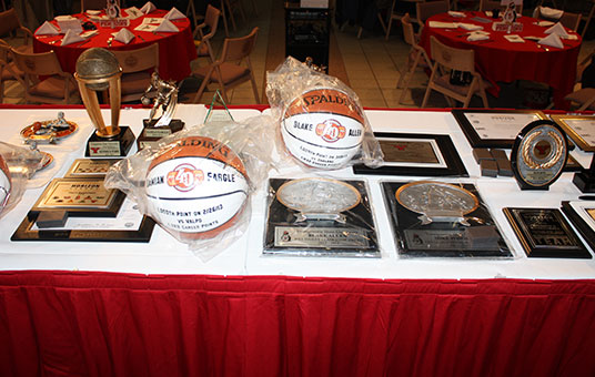 Men's Basketball Announces Award Winners at Annual Banquet