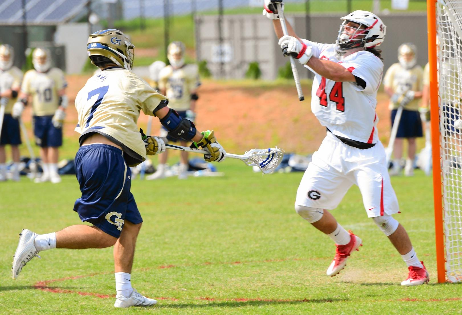 Jackets Swarm Dawgs to Clinch Region