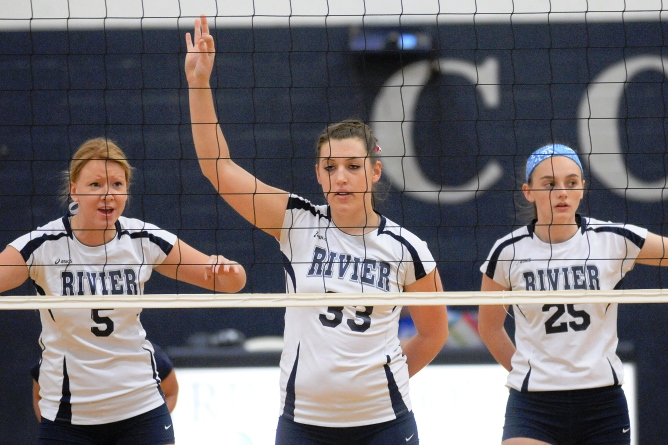 Women's Volleyball drops all three games at MIT Tournament