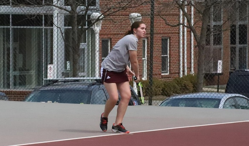 Women's Tennis Drops Match to Saint Mary's