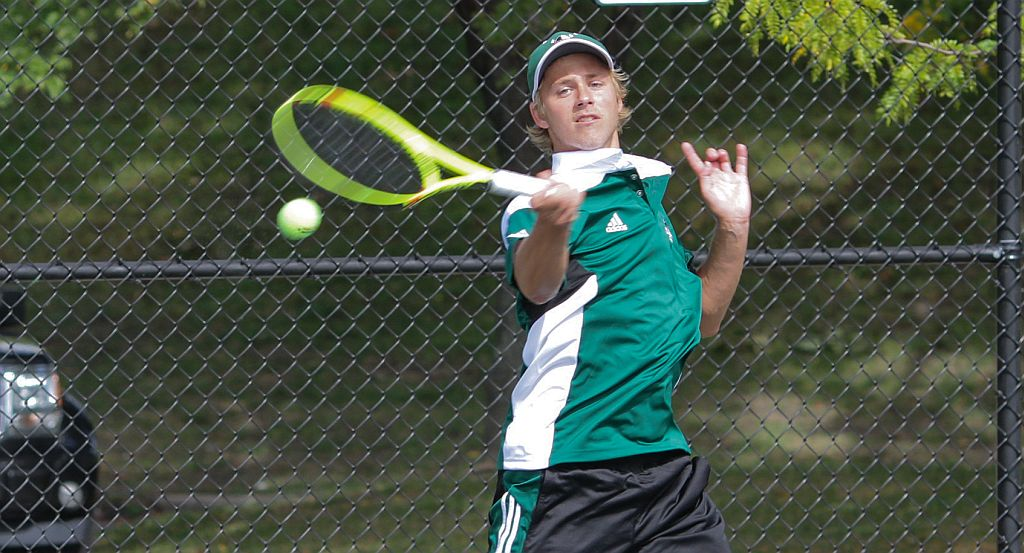 Slade & Malm Pick Up Singles Wins On First Day Of Wake Forest Invitational