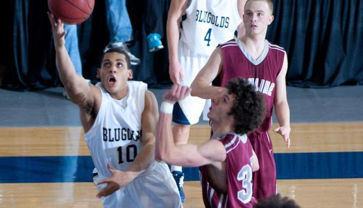 Late Push Lifts Men's Basketball Past Rockford