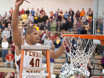 Justin Keenan cuts the nets after tthe Bulldogs clinched the GLIAC North crown on Saturday (Photo by Ed Hyde, FSU Photo Services)