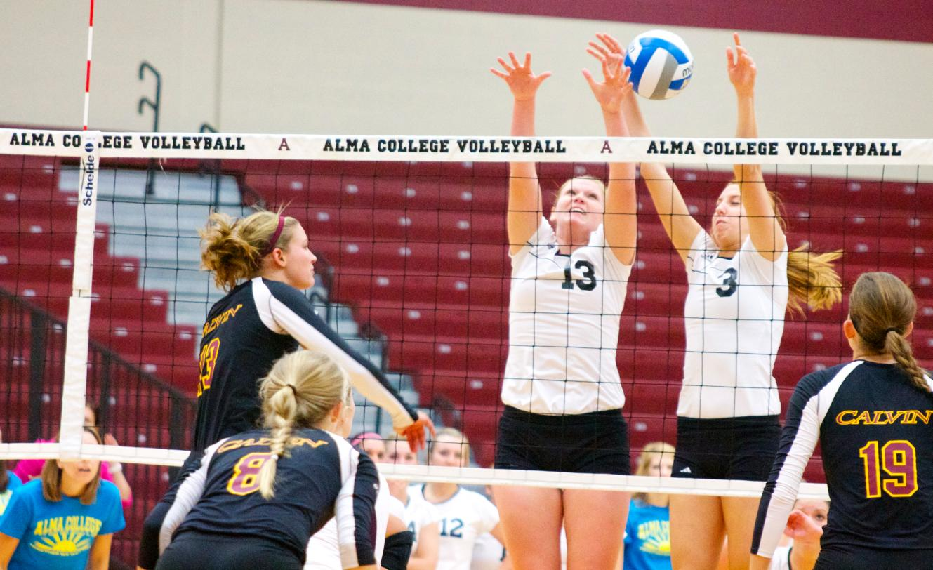 Scots Volleyball drops 3-0 decision to #4 Calvin College on Tuesday night at Art Smith Arena