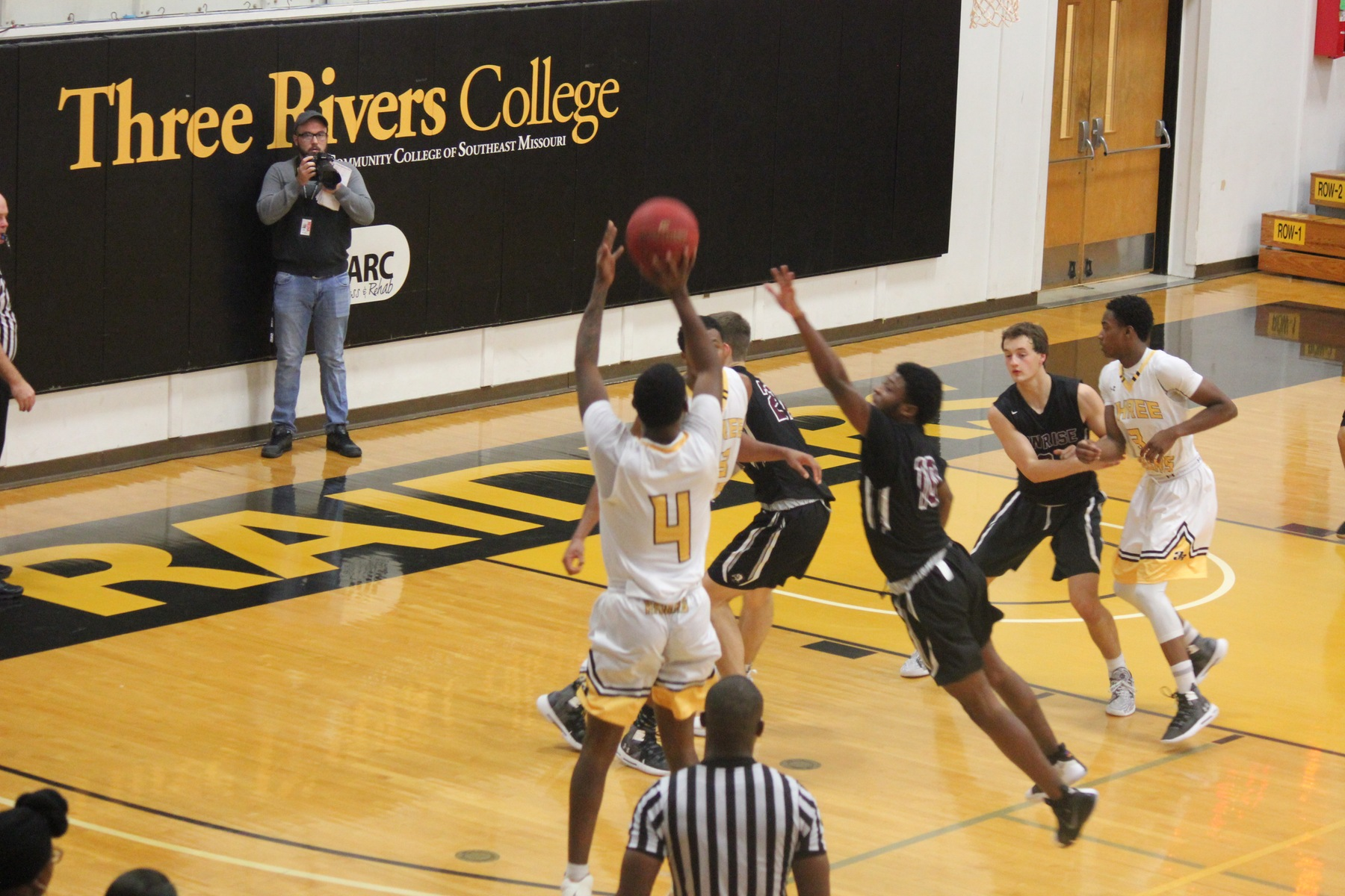 Raiders win big over STLCC with dominating second half