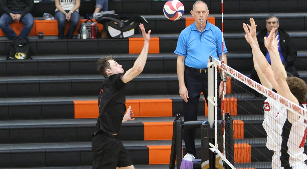 Men's volleyball drops four set match to NCAA Division III No. 8 North Central