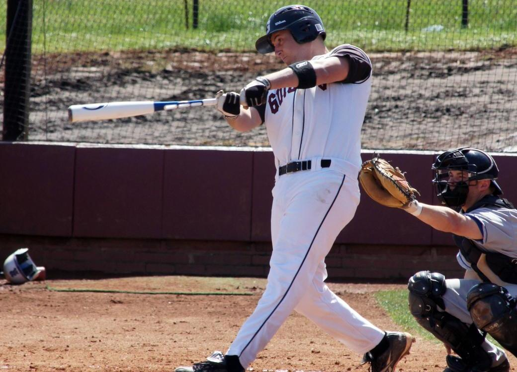 Quakers Split Twinbill with Case Western Reserve
