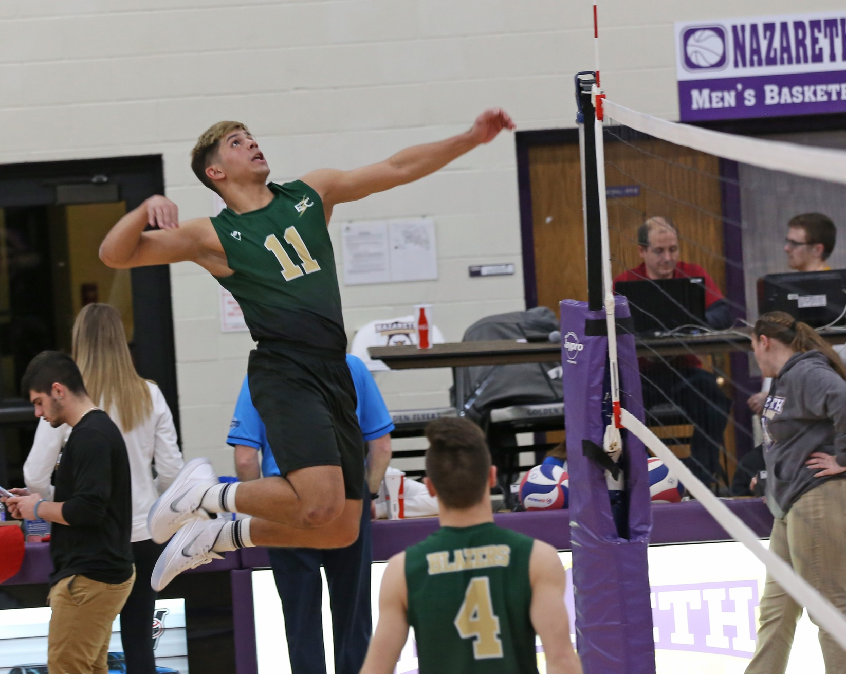 Men's Volleyball Swept in Tri-Match With #2 Vassar and #5 Stevens
