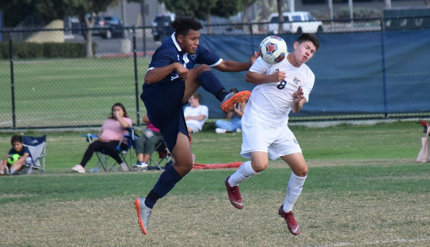 Men's soccer team comes away with draw against Fullerton