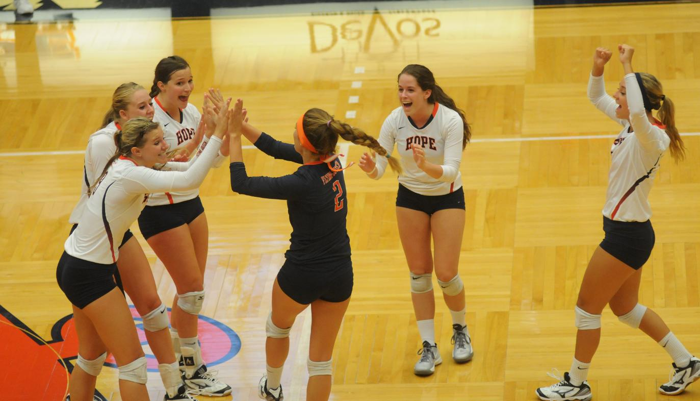 hope college volleyball Volleyball rises to no 20 in american volleyball coaches association division iii poll september 4, 2018 hope college served itself into the american volleyball coaches association top 25 with two victories against nationally ranked opponents last weekend.