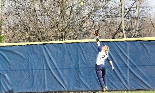 Eagles Bounce Back to Sweep Penn State-Harrisburg on Thursday