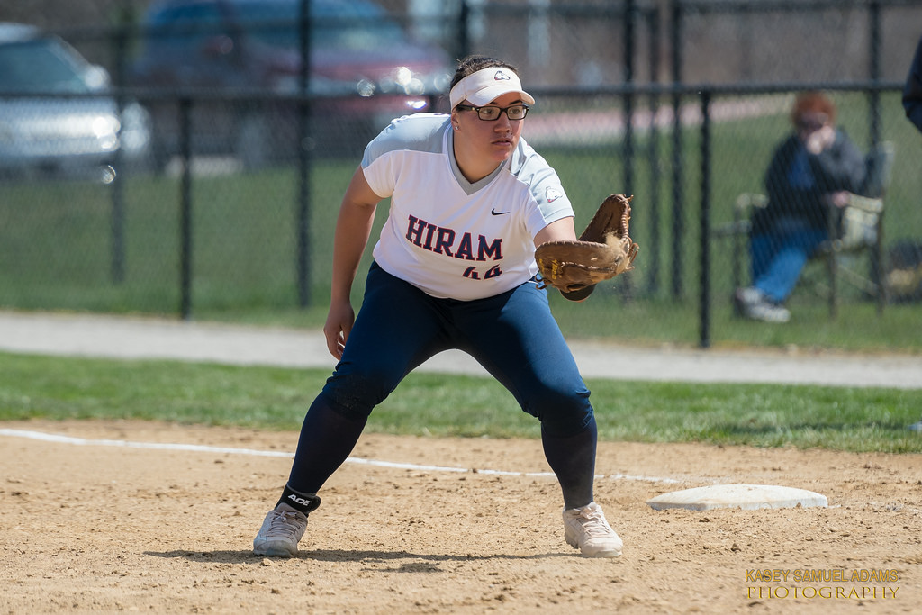 Softball Drops Two at Thiel