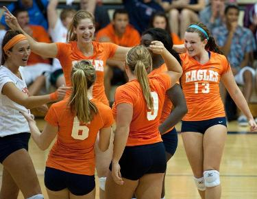 Volleyball prepares for Wingate and Coker this weekend