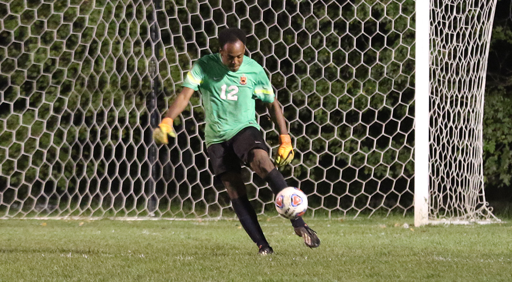 Men's soccer unbeaten streak stopped by Illinois College